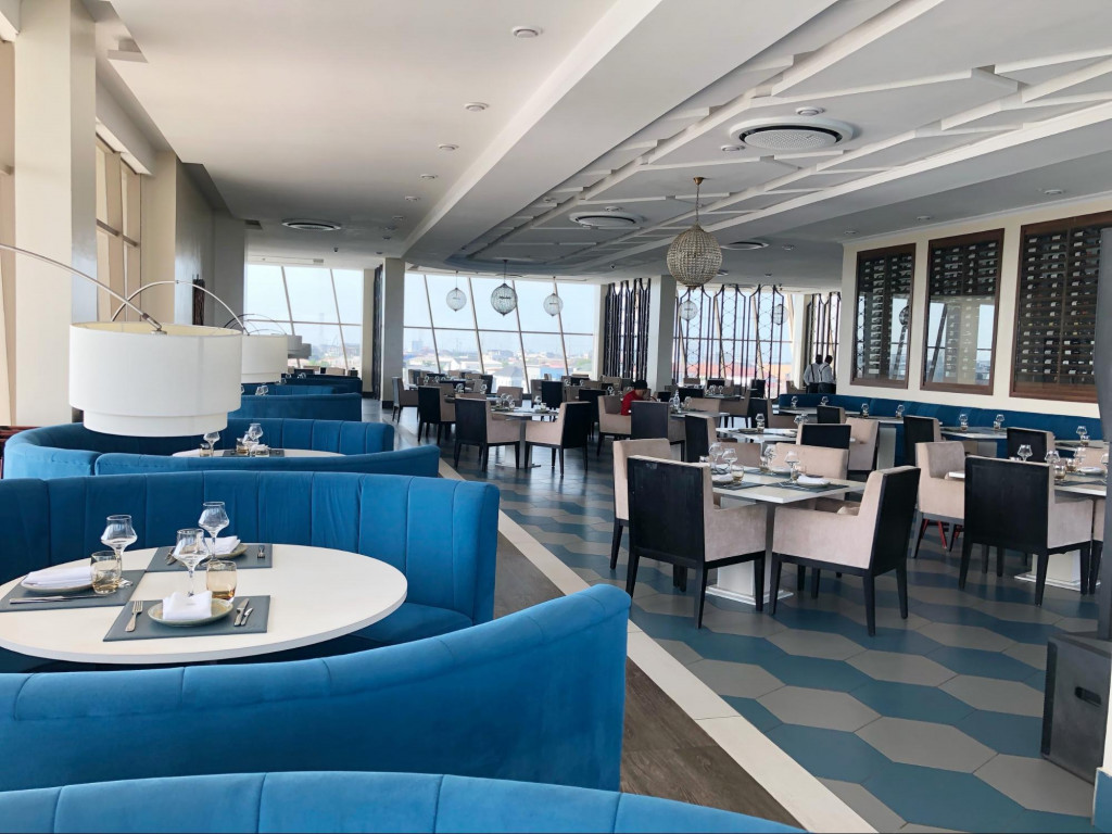 Fine dining on the coast: 788